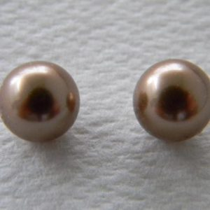 Half-drilled nacre pearls